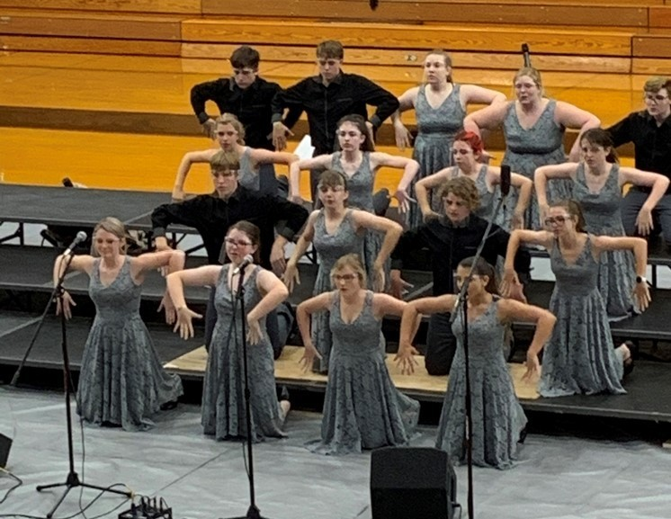 BJSHS Show Choir performing