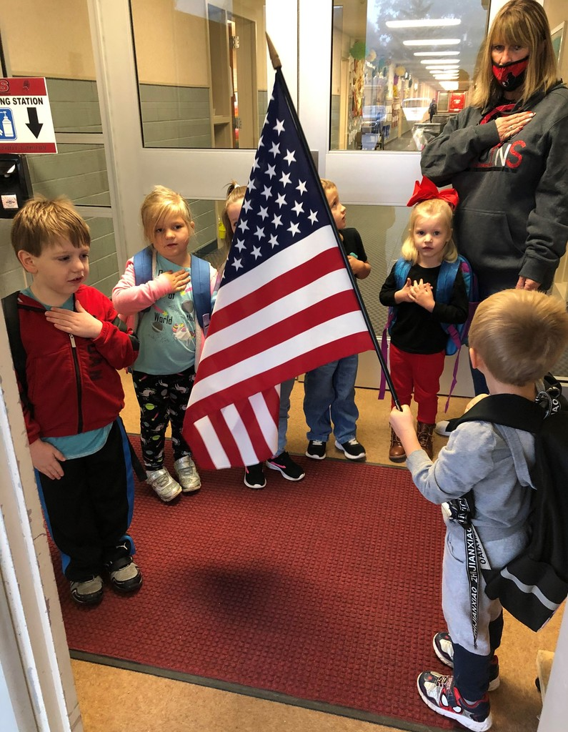 Preschool students saying the Pledge of Allegiance
