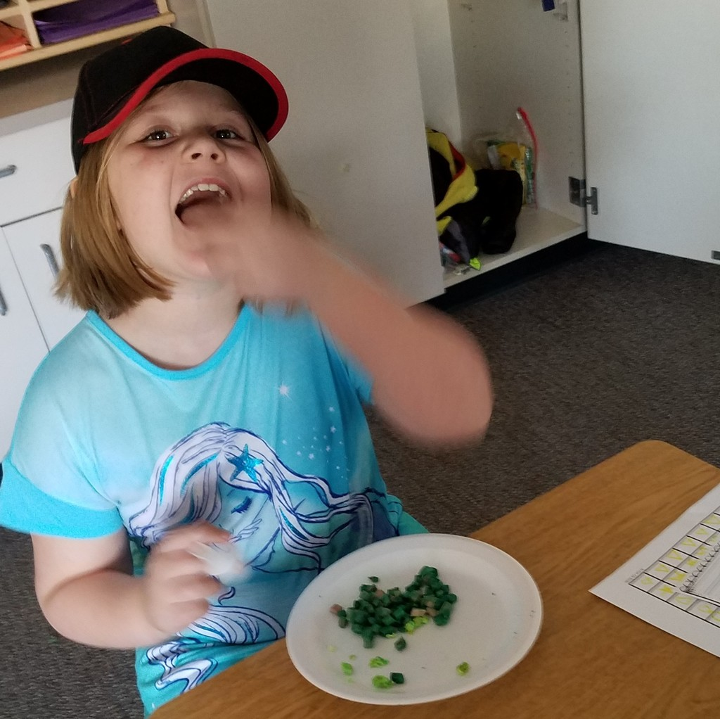 "Kindergarten girl eats ""green eggs and ham"""